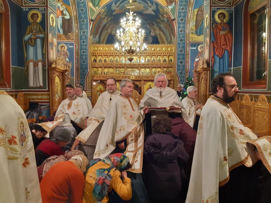 Sf. Ier. Spiridon - Taina Sfantului Maslu la biserica spitalului